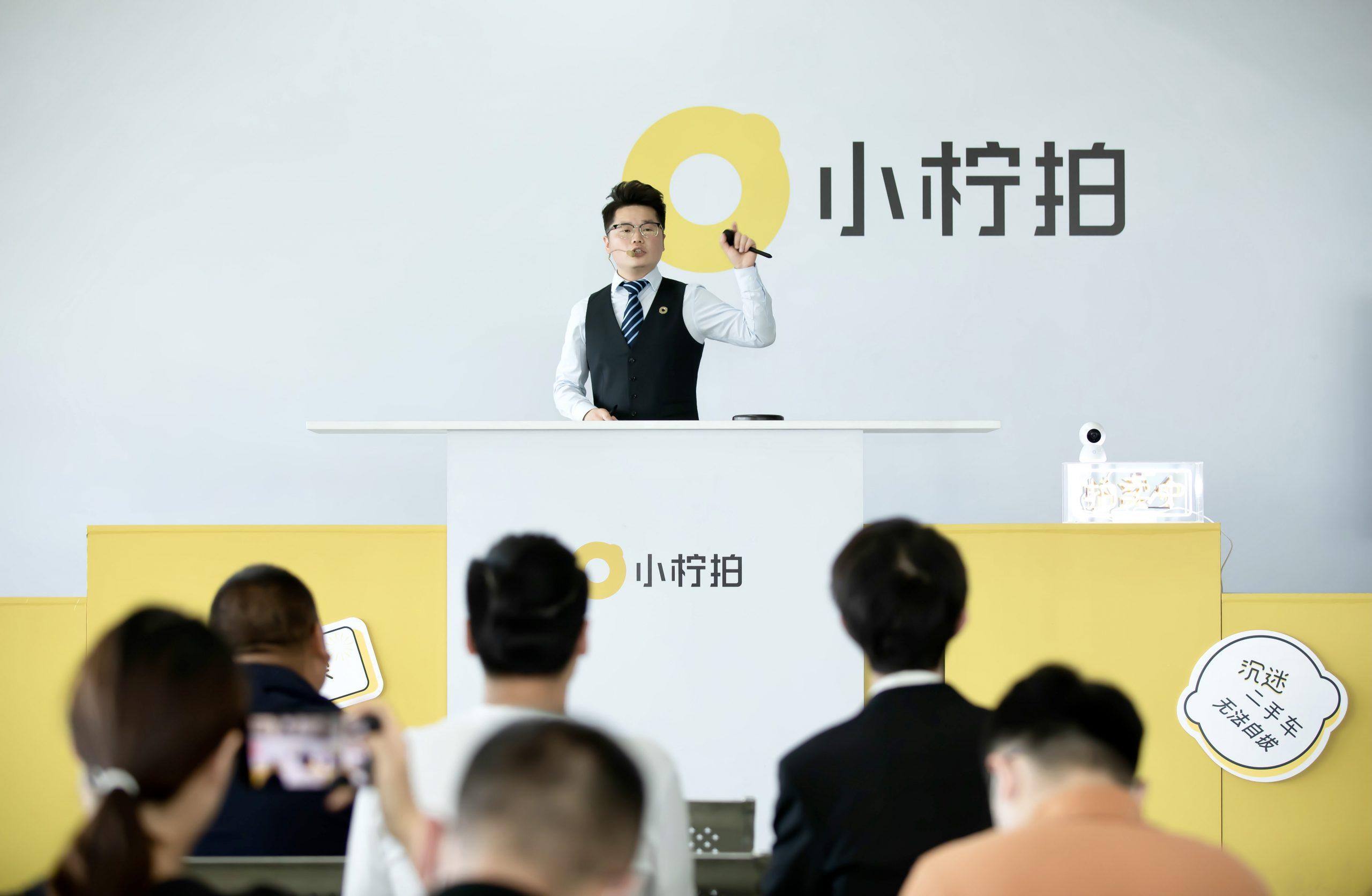 北京京南拍卖会现场气氛热烈